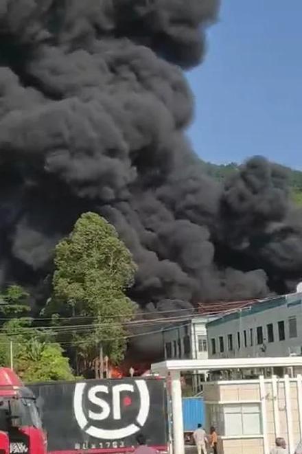 附近路人及居民所拍摄的火灾现场
